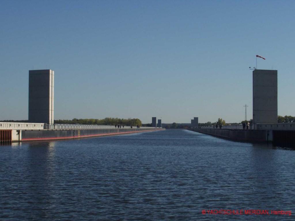 Trogbrücke über die Elbe am Wasserstraßenkreuz Magdeburg