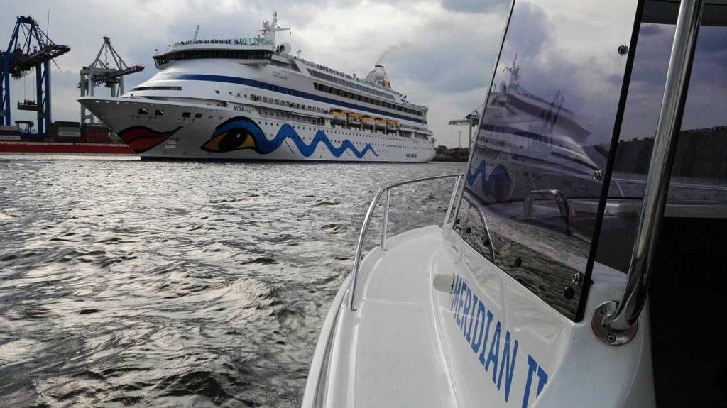 Mit der MERIDIAN II zur AIDA im Hamburger Hafen