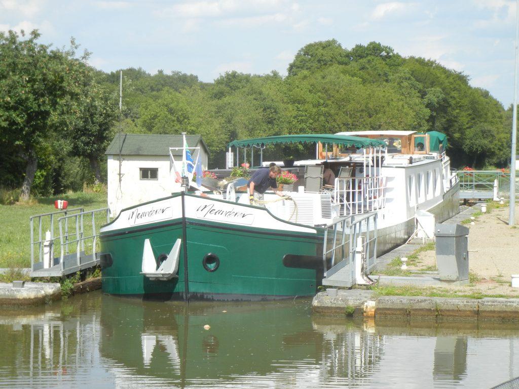 Sportboote über 20m Länge in einer Schleuse