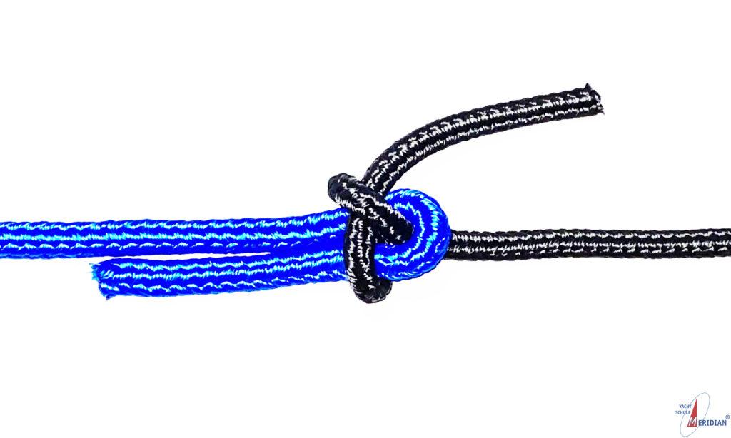 Der einfacher Schotstek dient zum Verbinden zweier ungleich starker Tampen.