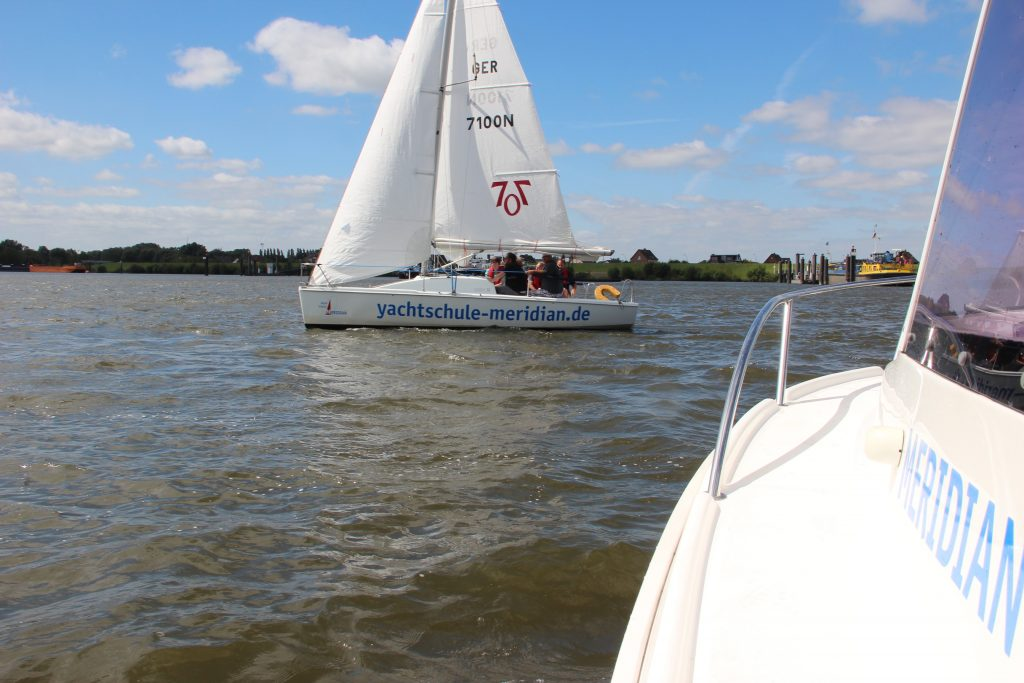 Segeln und Motorboot fahren mit der YACHTSCHULE MERIDIAN