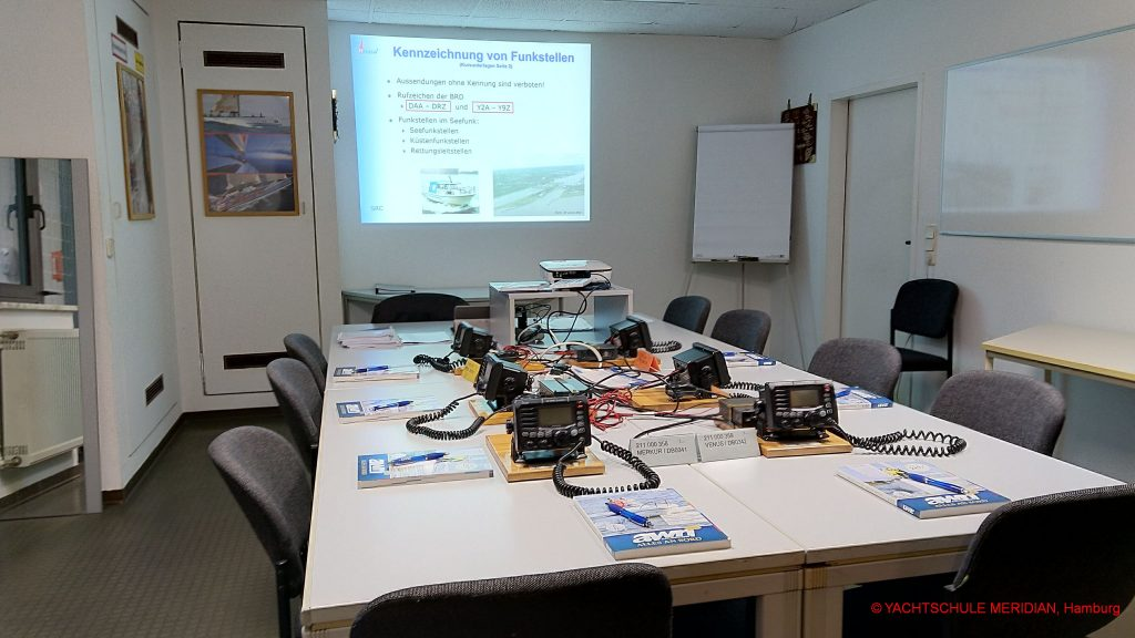 SRC UBI Ausbildung in Lübeck direkt am Funkgerät ICOM IC-M505