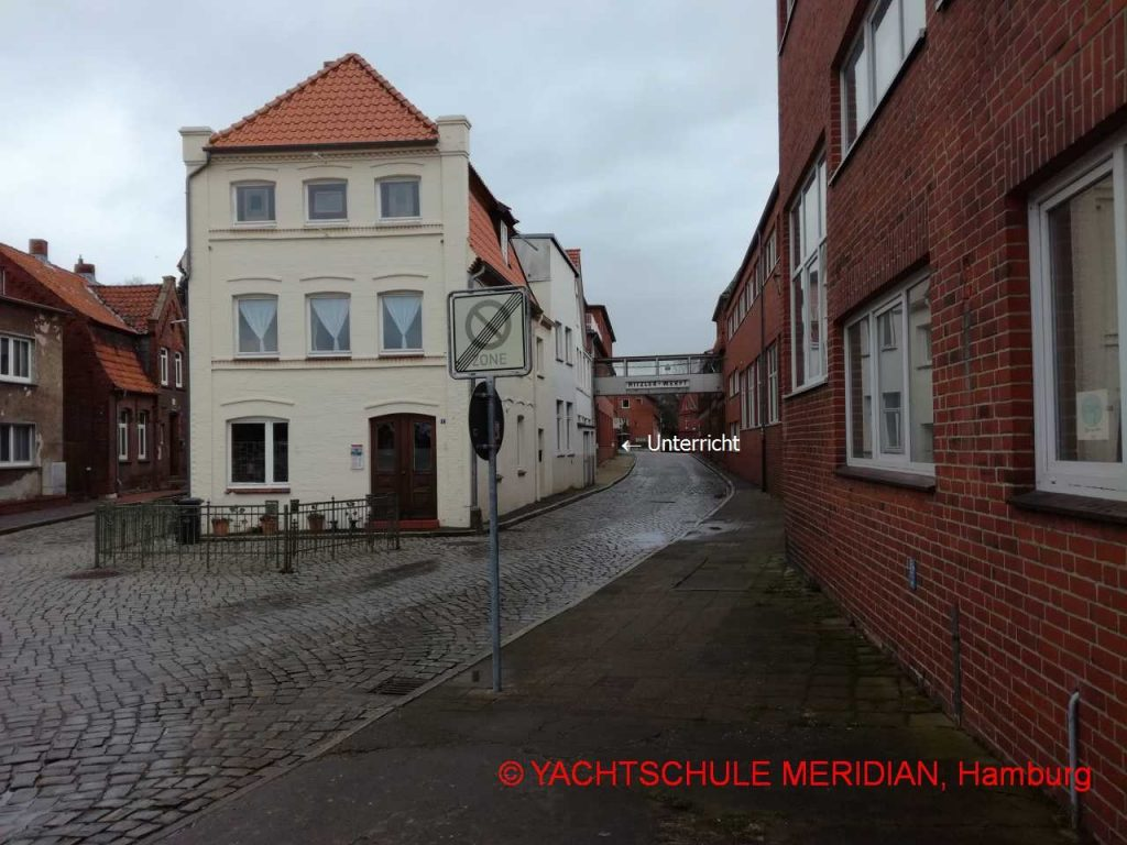 Fußweg vom Lösch- und Ladeplatz zum Radarpatent-Lehrgang