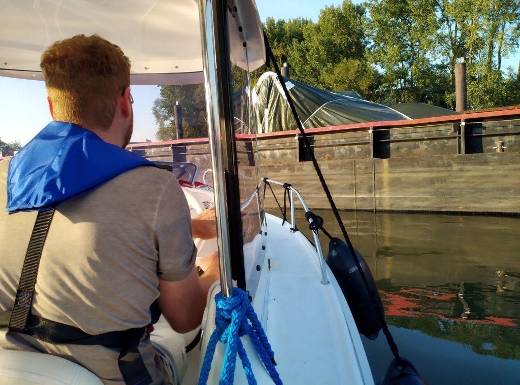 Manövertraining mit dem Motorboot