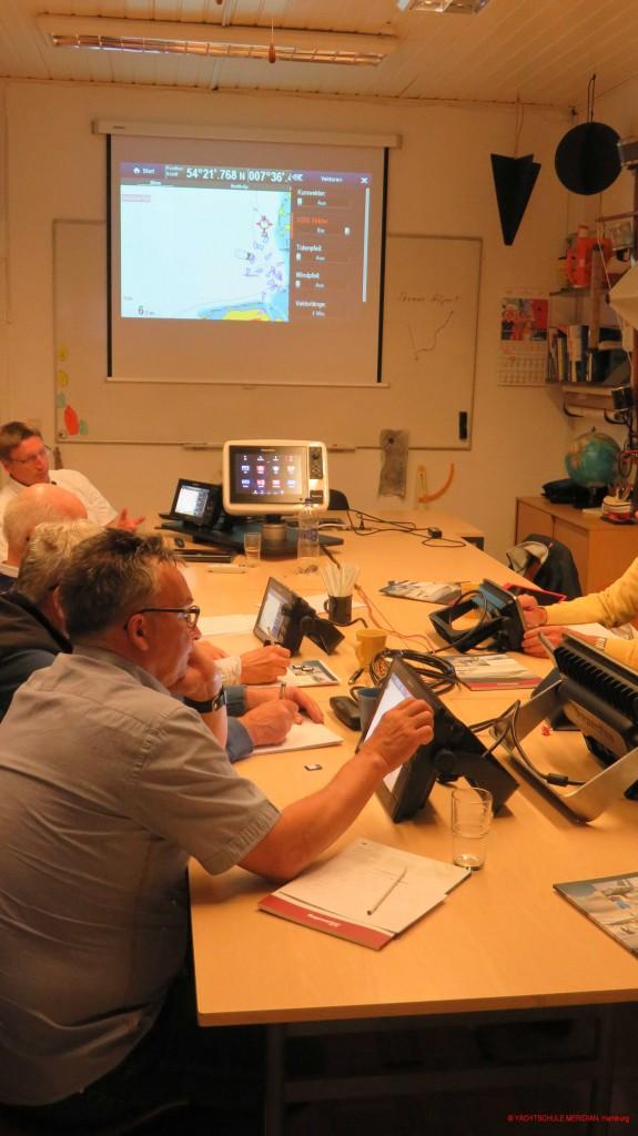 praktisches Training an Raymarine-Multifunktionsgeräten