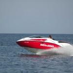 Für das Jetboat fahren in schneller Gleitfahrt ist der Sportbootführerschein See erforderlich