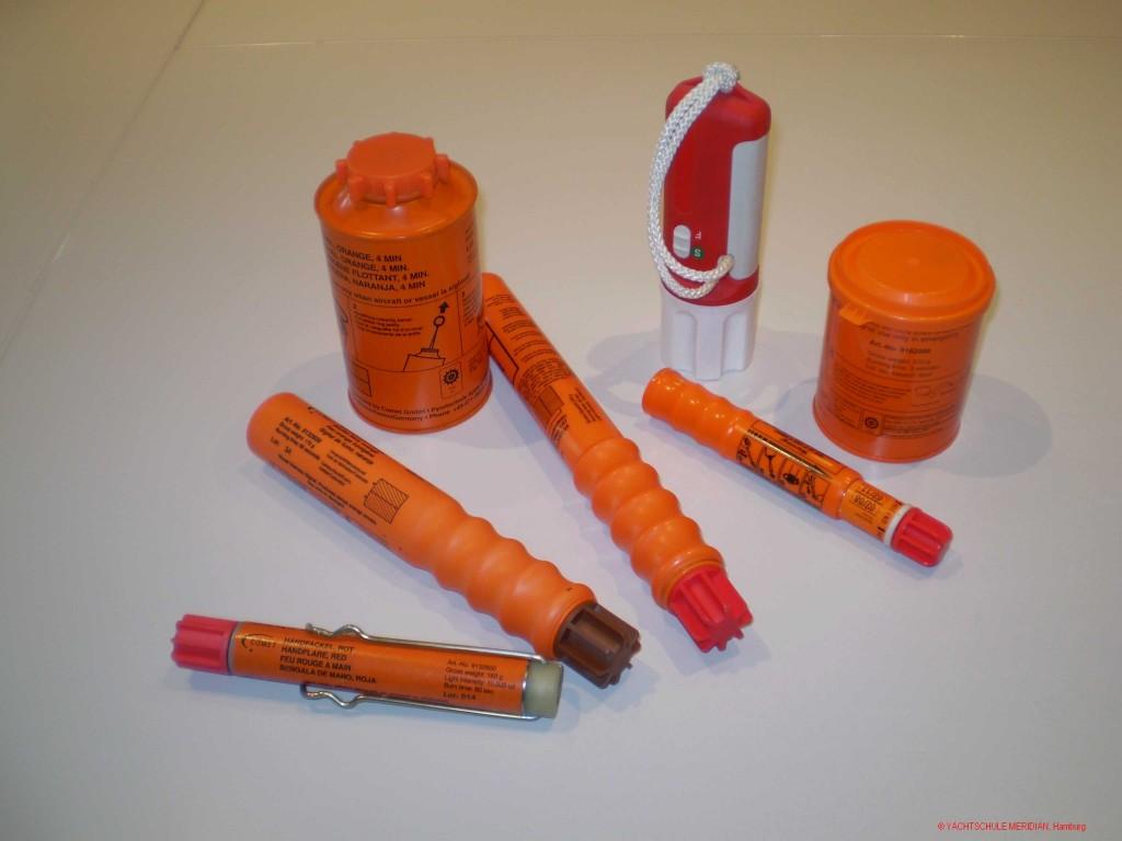 Handfackel, Rauchsignal und Fallschirmsignalrakete