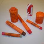 Für Handfackel, Rauchsignal und Fallschirmsignalrakete benöltigt man den PYRO-Schein, den Fachkundenachweis für pyrotechnische Seenotsignale
