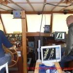 praktisches Radartraining auf der Motoryacht mit verdunkelten Scheiben