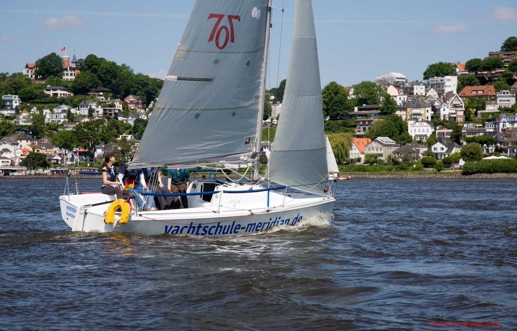 Segelyacht MERIDIAN auf der Elbe vor Blankenese